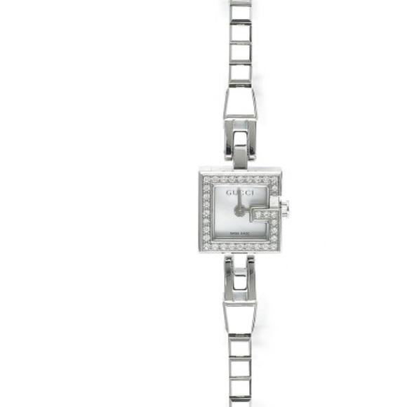 Gucci Women 102 G Mini Diamond Watch
